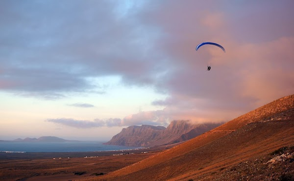 Fancy a bit of paragliding? Lanzarote is brilliant for it in the Autumn!